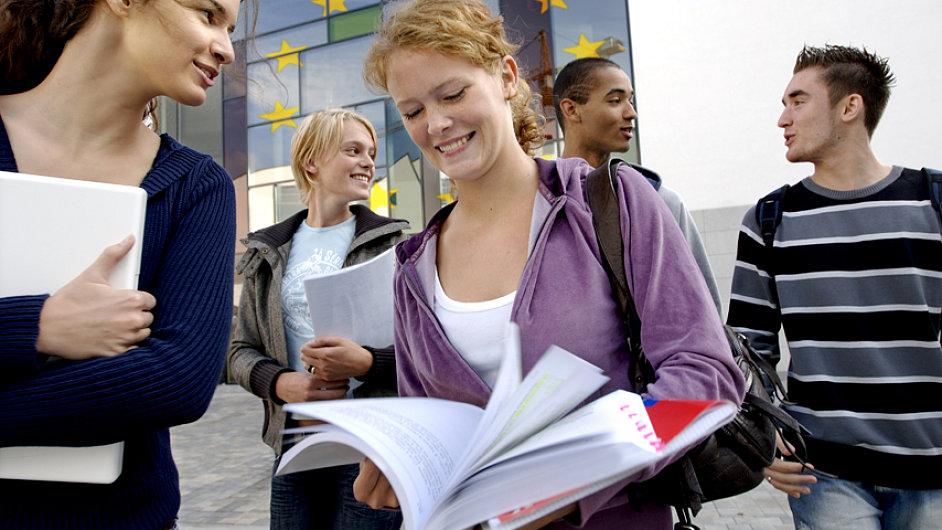 Studenti zaplatí nejvyšší poplatky za studium ve Velké Británii (ilustrační foto).
