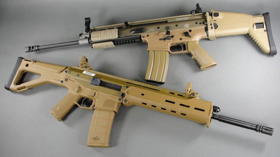 Dole je zbraň Bushmaster, kterou použil Adam Lanza.