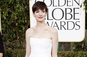 Róby na Zlatých glóbech: Zoufalá Jodie Foster, dokonalá Anne Hathaway a sladká Jessica Alba