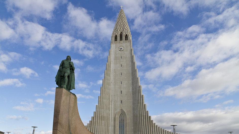 Z kostelu Hallgrímskirkja budete mít islandskou metropoli jako na dlani.