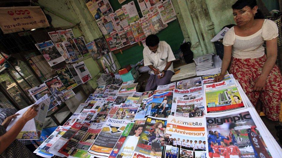 V Barmě jsou po půl století opět v prodeji soukromé deníky
