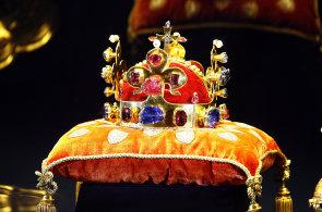 V neděli 15. května začíná v rámci oslav narození Karla IV. na Pražském hradě ve Vladislavském sále výstava českých korunovačních klenotů.