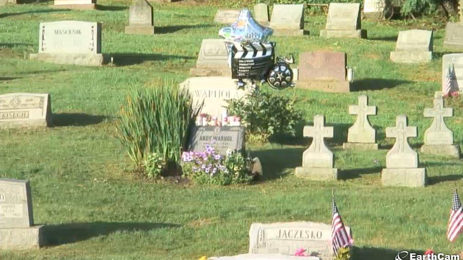 Live Stream od hrobu Andyho Warhola