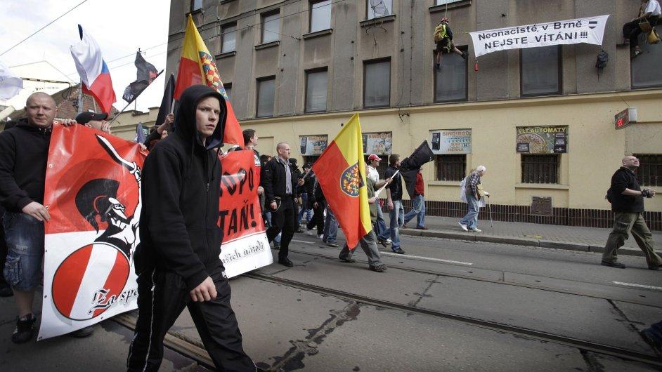 Pochod neonacistů. Ilustrační foto