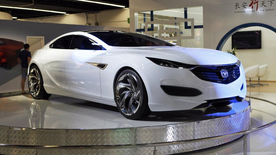 Automobilka Changan představila na autosalonu ve Frankfurtu nad Mohanem koncept čtyřdveřového kupé s názvem Sense.
