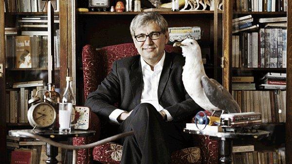 Mezi signátáři je i v Česku populární turecký spisovatel Orhan Pamuk.