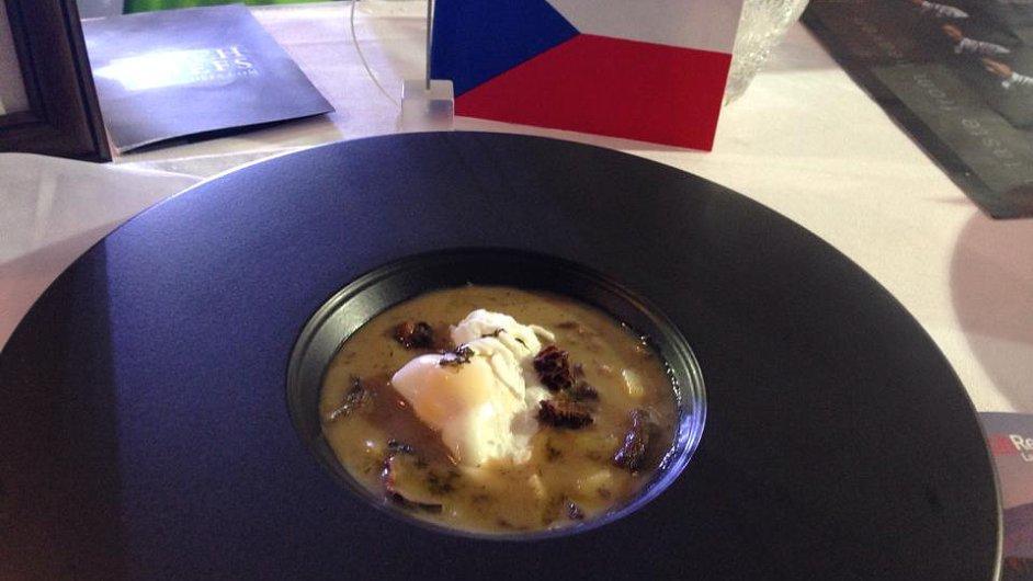 Polévka kulajda z vítězného menu soutěže v Thajsku