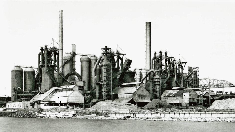 Huť v Chicagu vyfotografovali Bernd a Hilla Becherovi v roce 1978