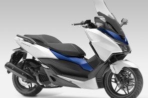 Honda Forza 125: Nový skútr pro majitele řidičáků na auto
