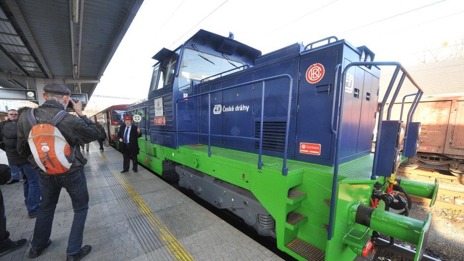 V Česku poprvé vyjel na trať osobní vlak tažený lokomotivou na zemní plyn.