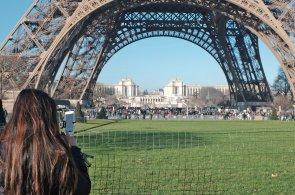 Turisté se po útoku teroristů bojí Paříže. Školáci mají zakázány výlety