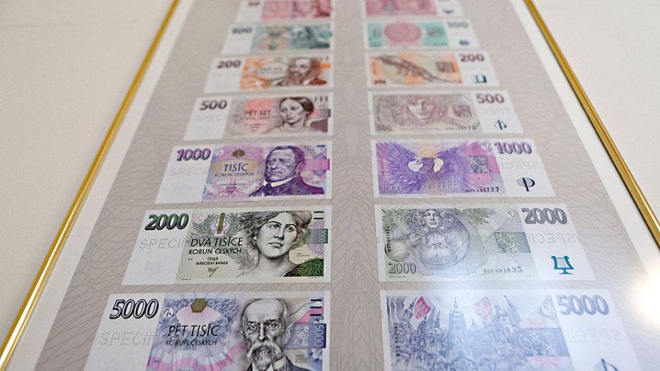 Bankovky vytištěné ve Státní tiskárně cenin, jejíž centrum za stovky milionů je podle NKÚ využíváno jen z poloviny - Ilustrační foto.