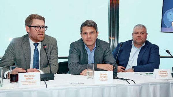 Prima p�edstavila obchodn� politiku za p��tomnosti �editele Marka Singera (uprost�ed) i Ladislava Diani�ky z Media Clubu (vpravo). P��tomen byl i Bartosz Witak z Viacomu.