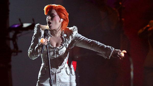 Lady Gaga na p�ed�v�n� cen Grammy.