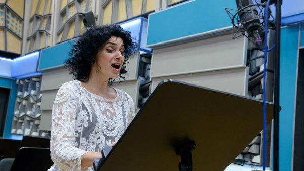 Sopranistka Irena Troupová při natáčení znovuobjevené skladby Mozarta a Salieriho pro Český rozhlas.