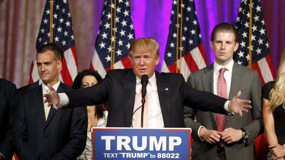 Donald Trump při proslovu po vítězství ve floridských primárkách.