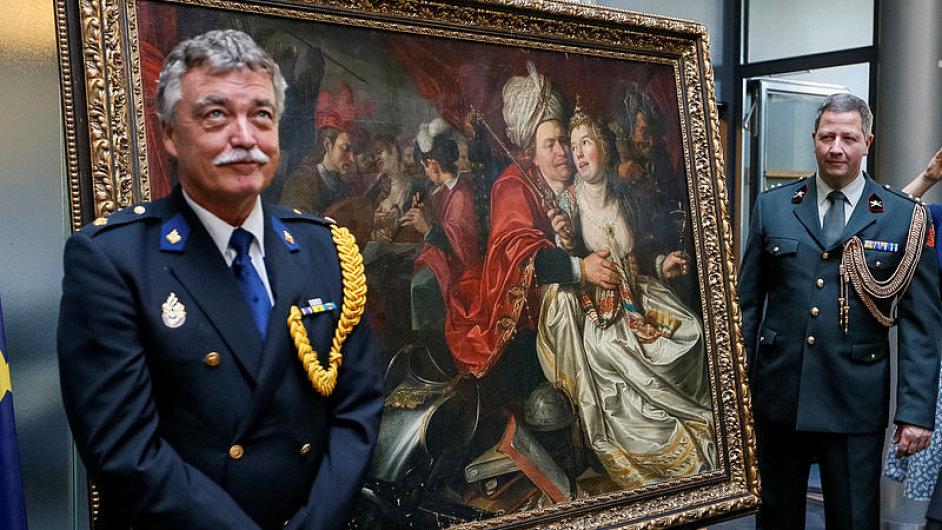 Bezpečnostní jednotky střeží obraz, který byl roku 2005 ukraden z Nizozemska a letos opět navrácen.