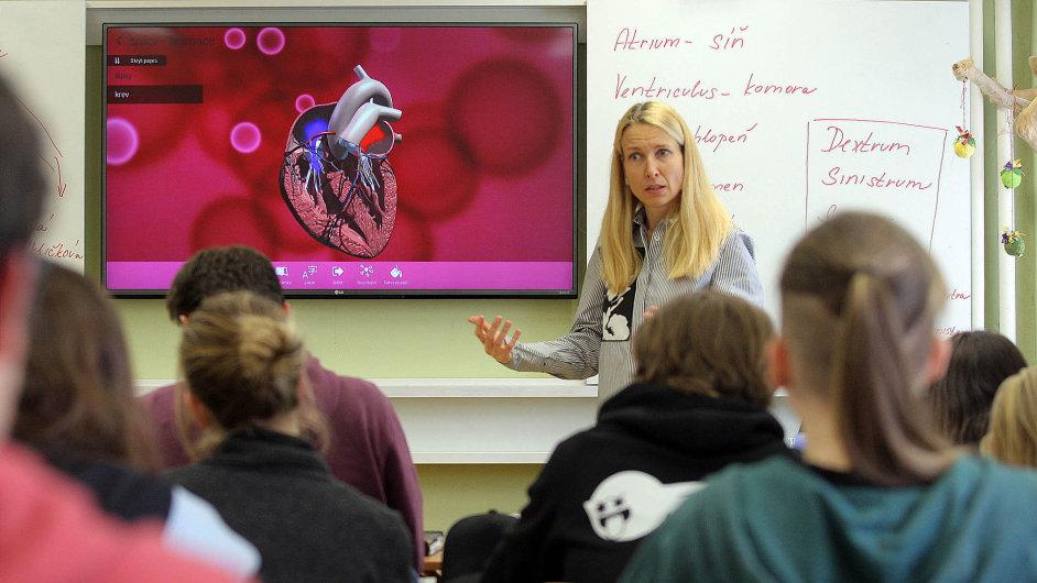 Na gymnáziu v pražském Jižním Městě používají vzdělávací aplikaci především v přírodovědných předmětech.