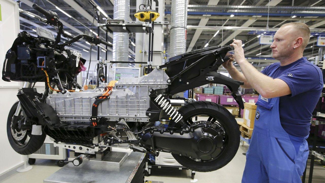 Automobilka BMW letos přijme více než 8000 zaměstnanců.