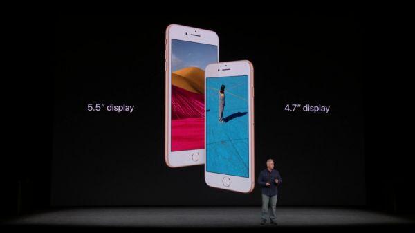 Apple představuje nové iPhony.