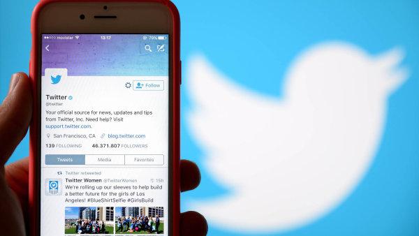 Podle zpravodajského serveru BBC je to poprvé, co Twitter ruší účty v tak masovém měřítku.