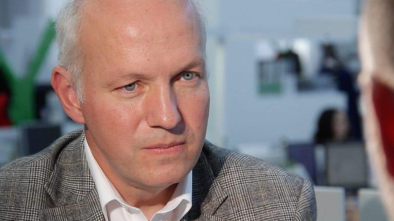 Zemanův tým provedl tolik přehmatů, že měl být dávno obměněn, říká prezidentský kandidát Fischer.