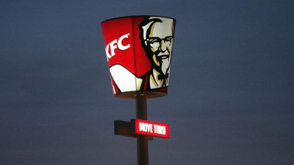 Řetězec s rychlým občerstvením KFC začal doručovat jídlo ze svých restaurací po Praze a Plzni i v Brně.