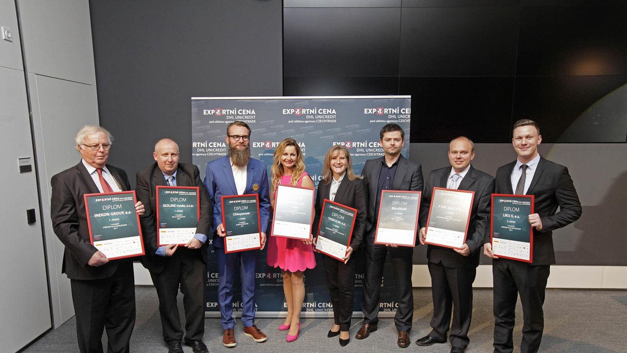 Letos si vjubilejním 20. ročníku Exportní cenu DHL UniCredit vevyhlášených kategoriích odnesli– zleva– Josef Hušek (ředitel Inekon Group) a Jan Bayerle (provozní ředitel firmy Isoline).