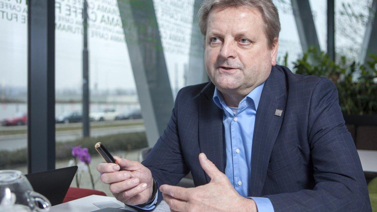 Tak, jak jsou dnes vevýrobě využíváni roboti, není žádnou novinkou, říká ředitel společnosti DEL Jiří Kabelka.