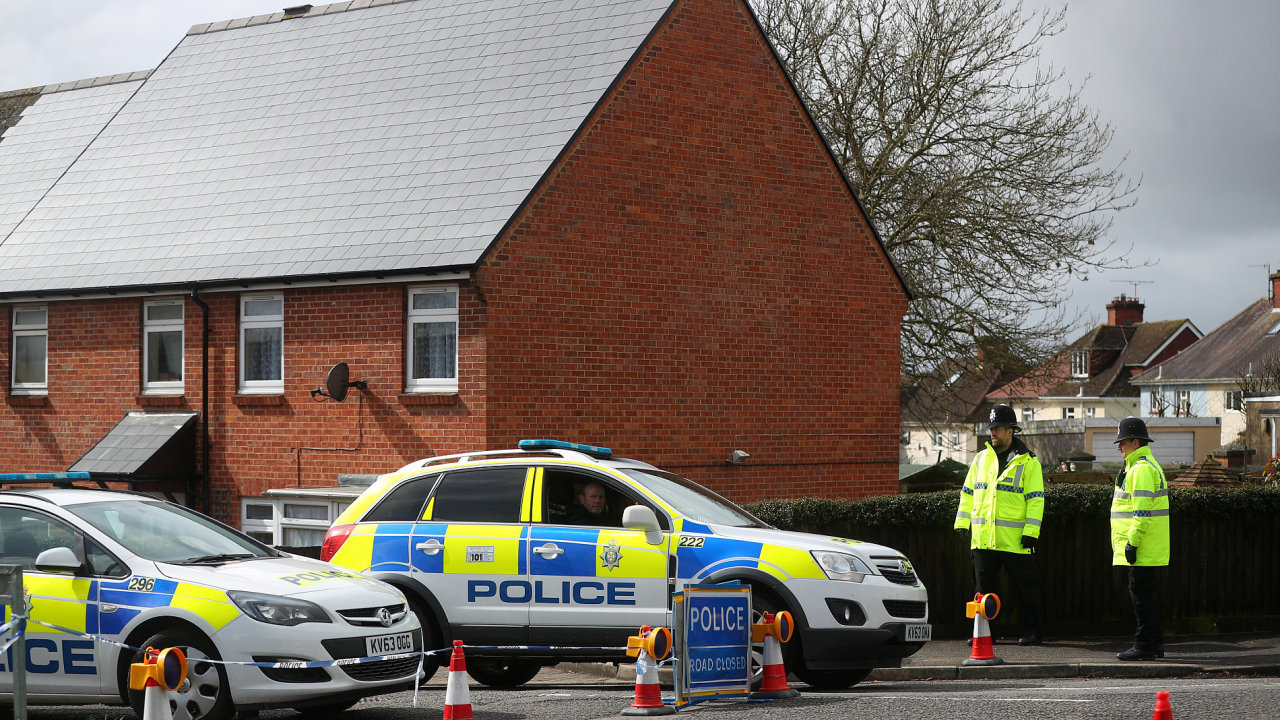 Dům v Salisbury, ve kterém byla Julija Skripalová a Sergej Skripal 4.3. otráveni stále hlídá policie.