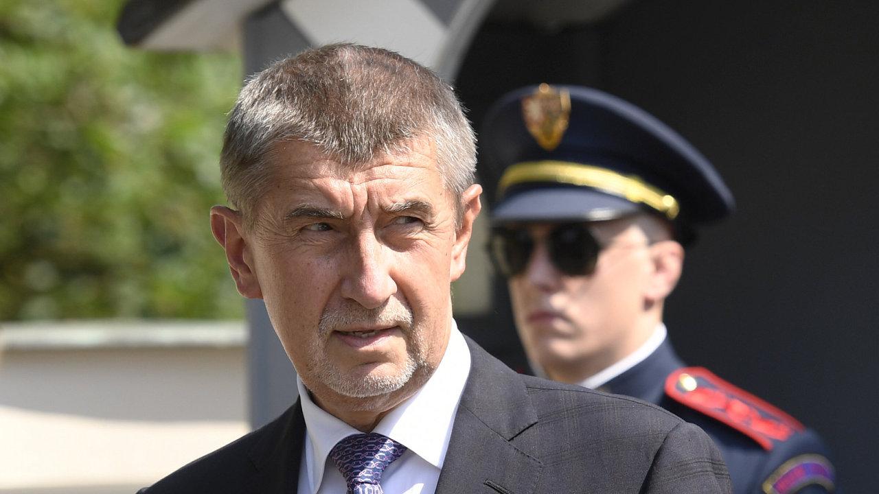 Premiér v demisi Andrej Babiš (na snímku při odchodu ze schůzky) se sešel 31. května na zámku v Lánech s prezidentem Milošem Zemanem.