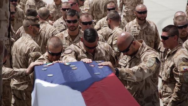 Čeští i koaliční vojáci se loučili s padlými českými vojáky v Afghánistánu.