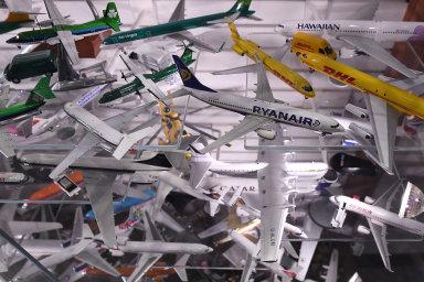 Největší kolekce kovových modelů letadel na světě mění majitele, sběratel ji věnoval irskému letišti. Přivedlo mě k lásce k letadlům, říká