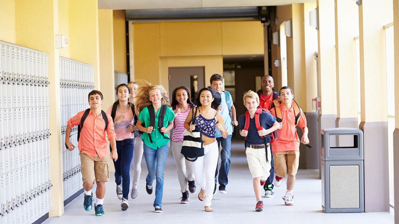 Základní školy mohou žádat o tlumočníky.