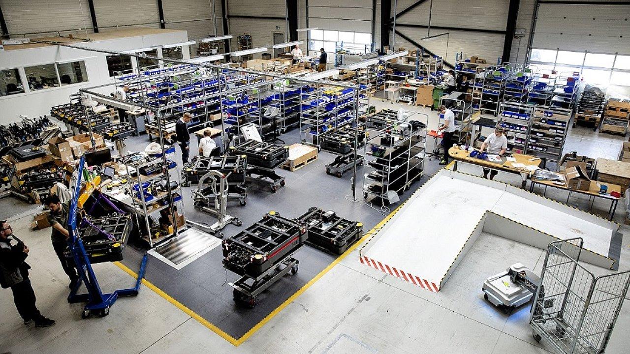 Roboty MiR pomáhají s výrobou ve Faurecii.