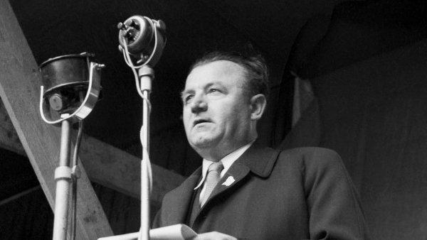 Esej historika Jaroslava Šebka: Jak se komunisté učili kroutit nám krkem