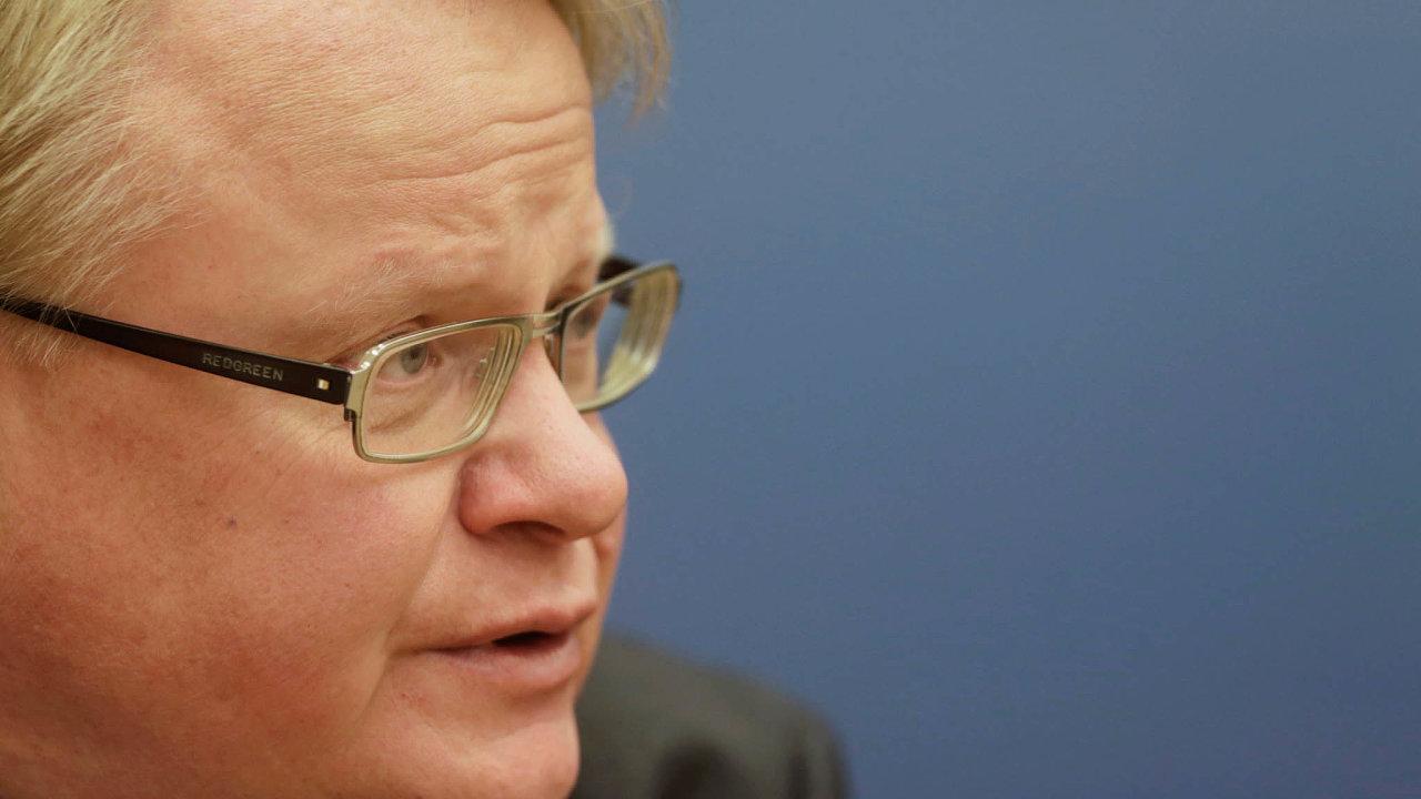 """Vešvédské společnosti podle ministra plán stotální obranou  nenarazil navážnější odpor. """"Mám pocit, že vespolečnosti má to, co děláme, velkou podporu,"""" řekl ministr Hultqvist."""