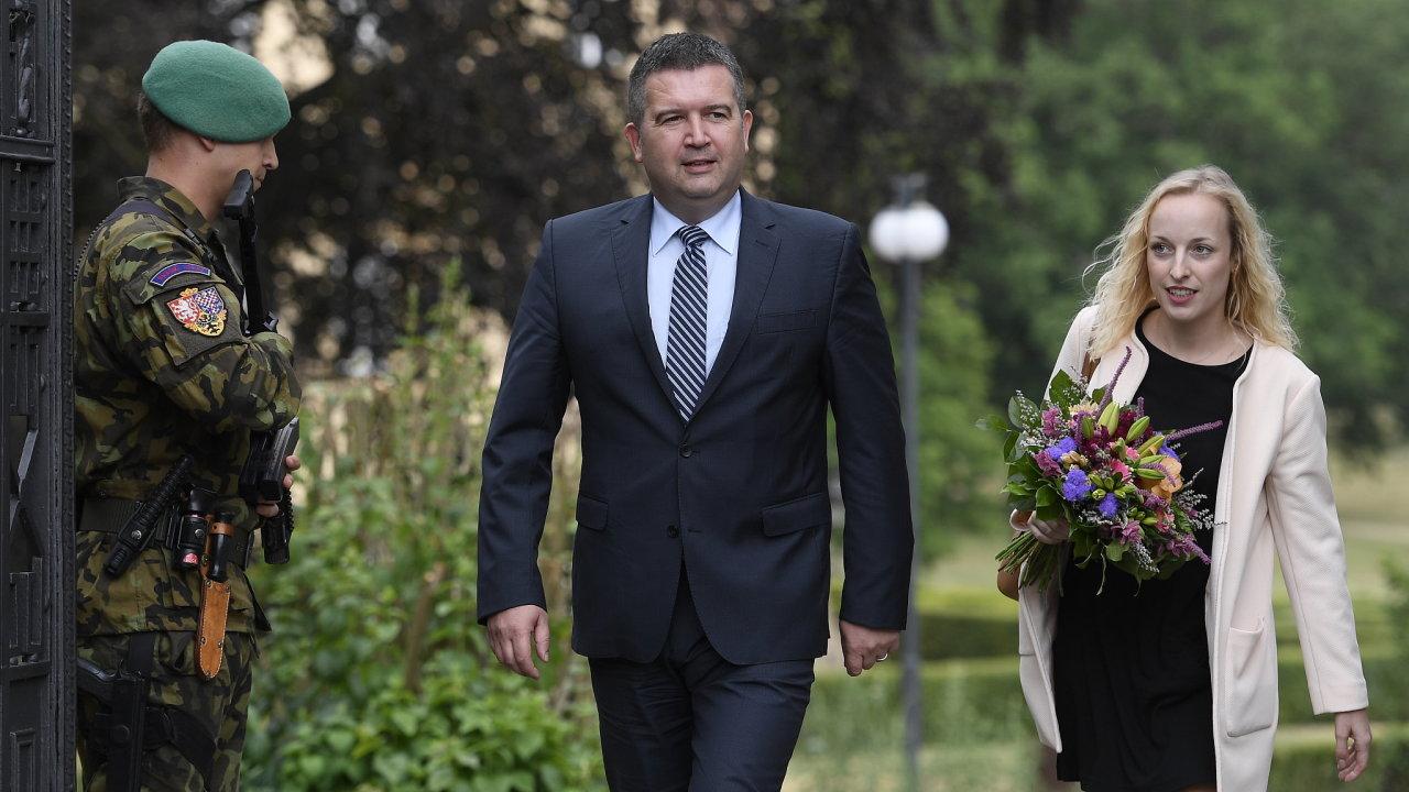 Jan Hamáček po schůzce v Lánech.