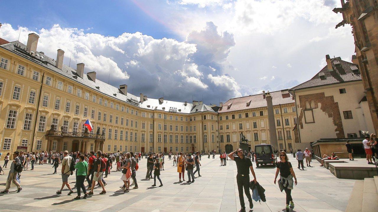 Česká města sužuje letní vedro.