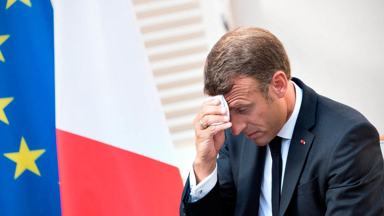 Prezident Macron se potřítýdenní dovolené vrací dopráce. Čeká ho řada reforem, které mohou vyvolat novou vlnu demonstrací.