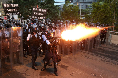 Byznys vohrožení. Protesty vmoderním Hongkongu kazí byznys itamnímumiliardáři Li Ka-shingovi.