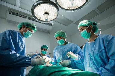 Když si udělá Evropan výlet do Maďarska, ušetří za zubaře. V Turecku je zase levnější kosmetická chirurgie.
