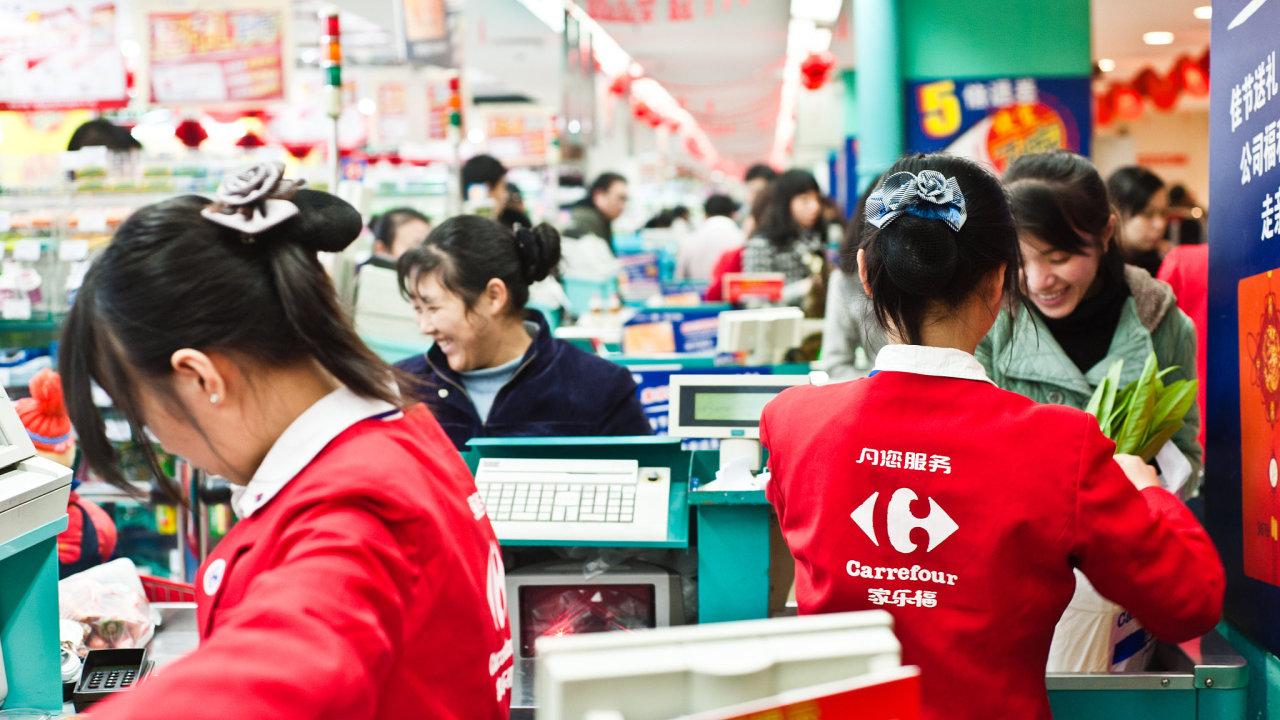 Čínská ekonomika, která už je na cestě k oživení z prudkého propadu v prvním čtvrtletí, by měla letos vykázat růst o jedno procento.
