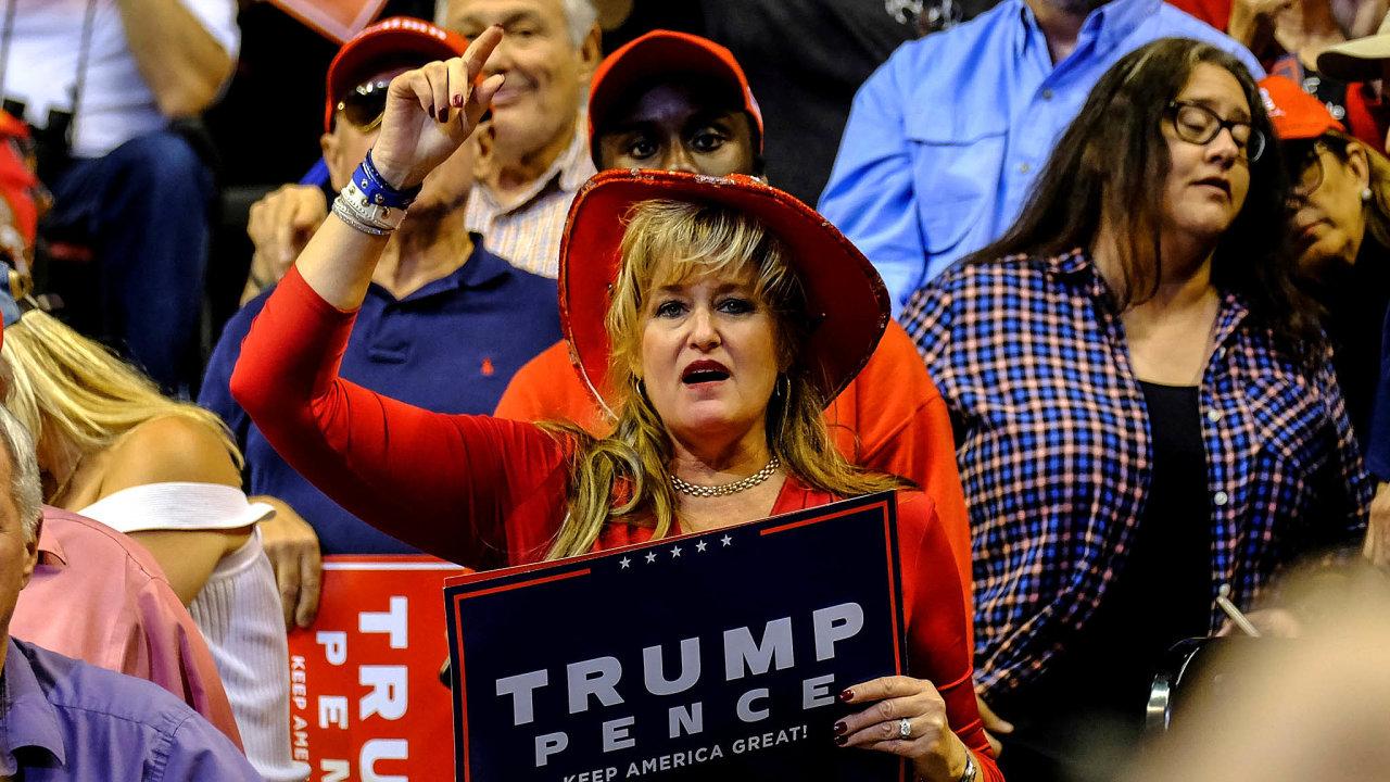 Pohoda vkampani. Donald Trump pro znovuzvolení prezidentem podniká cesty poSpojených státech asetkává se snadšeným přijetím mezi příznivci. Dostalo se mu ho ivBB&T Center v Sunrise naFloridě.