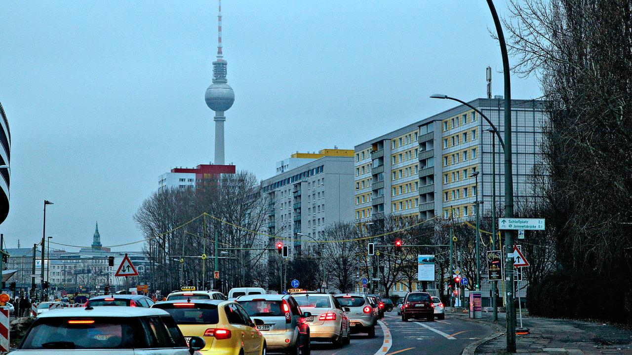 Aby Německo snížilo do roku 2030 emise skleníkových plynů, potřebuje, aby klesly ze současných zhruba 866 milionů tun ročně na 563 milionů tun. Nejvíce se musí zapracovat na sektoru dopravy.