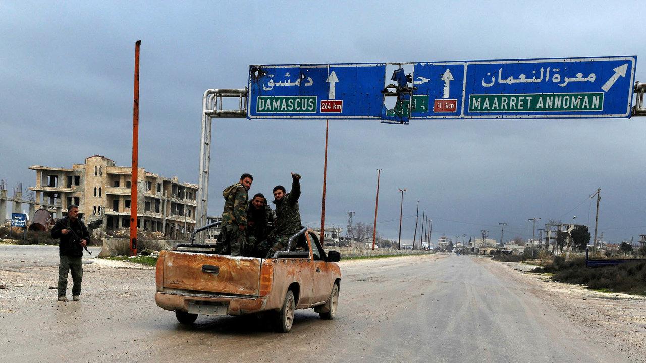 Cesta pod kontrolou: Syrská armáda vybojovala zbývající úsek klíčové dálnice doAleppa.