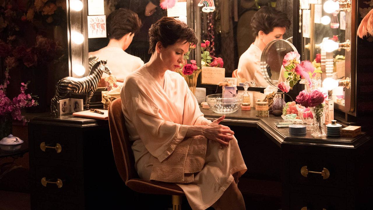 Film Judy se zahollywoodskou divou ohlíží sobdivem, nestaví jí ale zidealizovaný pomník. Renée Zellwegerová zaroli Judy Garlandové získala Oscara, Zlatý glóbus ibritskou cenu BAFTA.