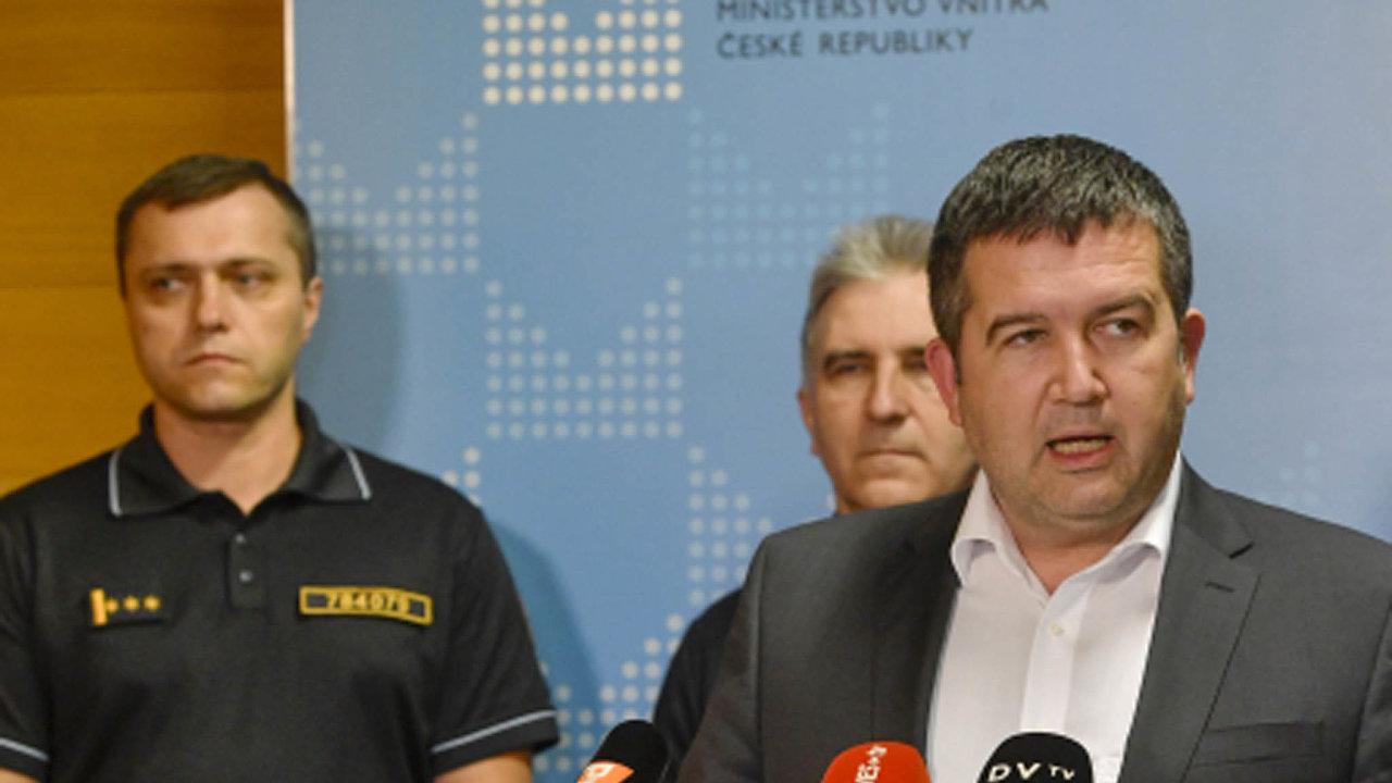 Seznamy máme.Podle Jana Hamáčka dostane policie jména lidí naneschopence od Českésprávysociálního zabezpečení.