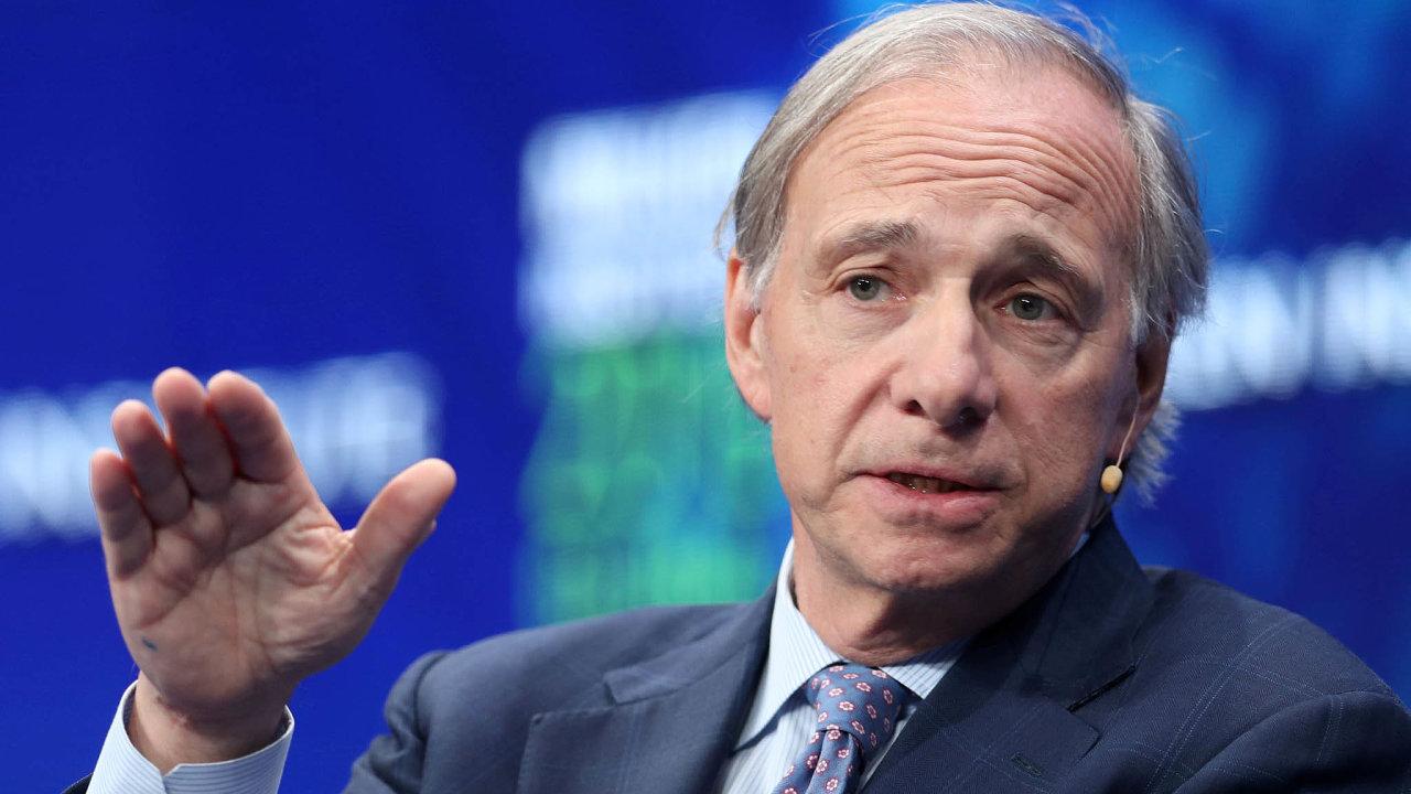 Ztráty připustil také Ray Dalio, zakladatel největšího správcem hedgeových fondů nasvětě, společnosti Bridgewater Associates. Podle něj se ale situace může do konce roku ještě změnit.