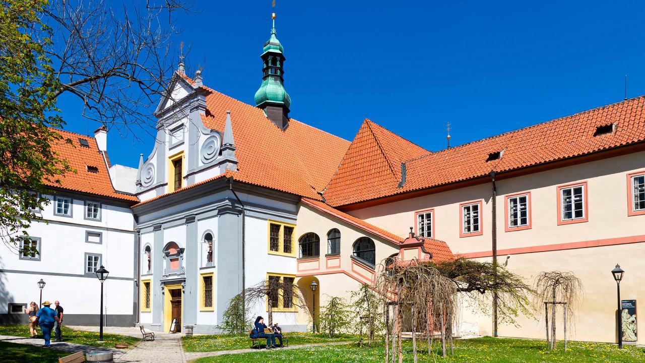Dorevitalizovaného areálu dvojklášteří ze14. století zavítá každoročně přes60 tisíc návštěvníků. Unikátní místo je tak druhou nejnavštěvovanější památkou Českého Krumlova.